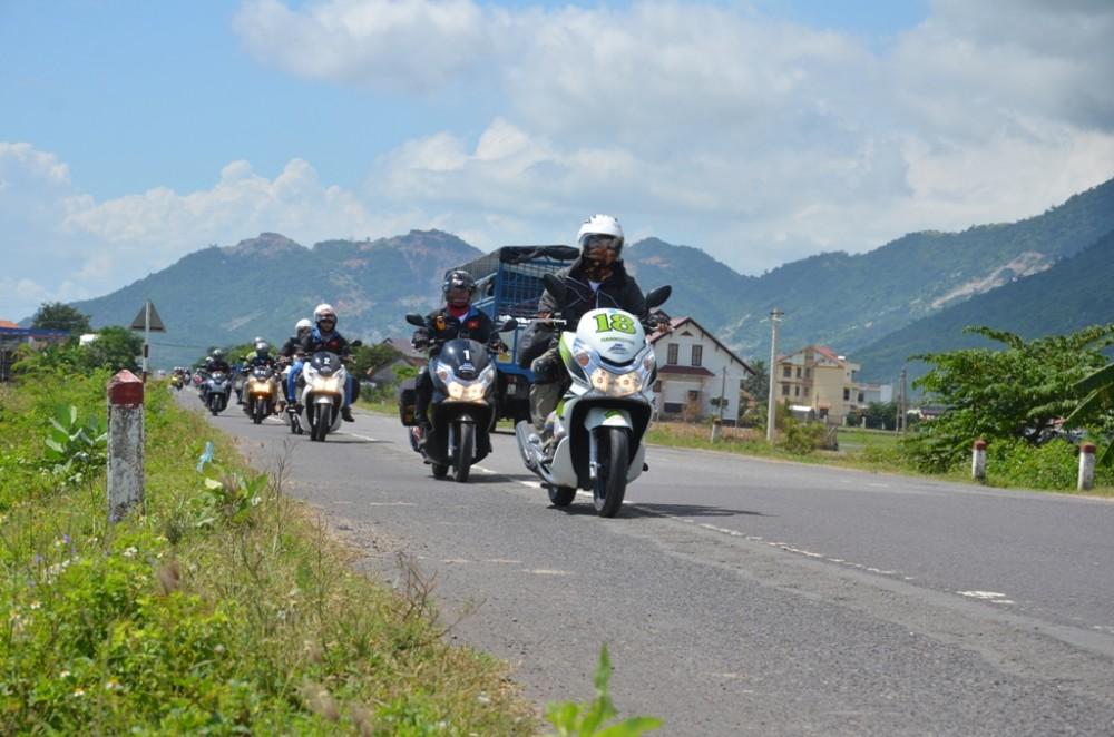 Thu thach Cam nhan cung PCX trong hanh trinh xuyen Viet Phan 2 - 3