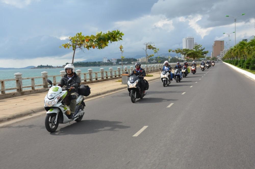 Thu thach Cam nhan cung PCX trong hanh trinh xuyen Viet Phan 2 - 4