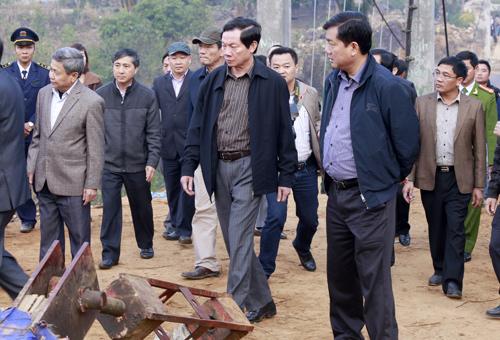 Bo truong Giao thong cu to dieu tra vu sap cau