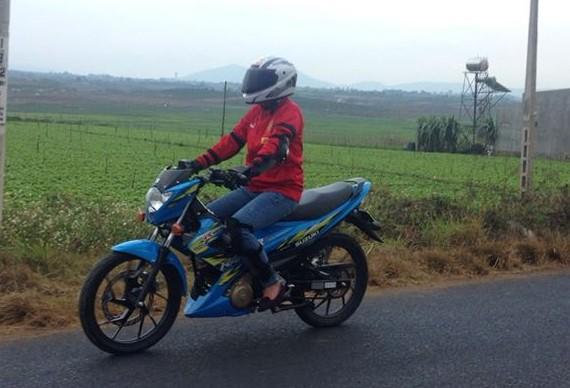Chia se cua nu biker khi tau va trai nghiem chiec Suzuki Raider R150