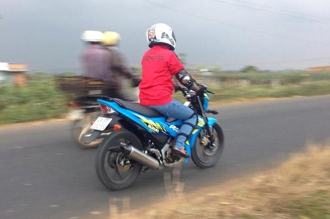Chia se cua nu biker khi tau va trai nghiem chiec Suzuki Raider R150 - 2