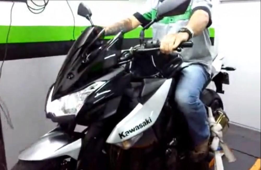 Clip Kawasaki Z1000 dang test gi vay