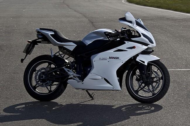 M1nsk gioi thieu mau sportbike R250 - 3