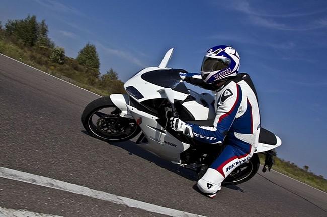 M1nsk gioi thieu mau sportbike R250 - 4