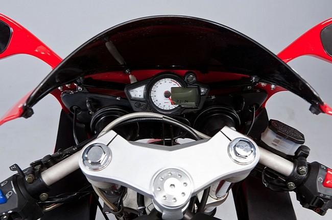 M1nsk gioi thieu mau sportbike R250 - 5