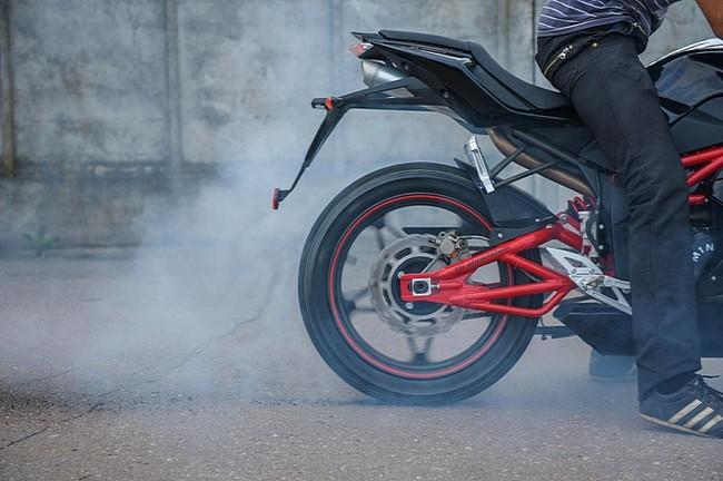 M1nsk gioi thieu mau sportbike R250 - 6