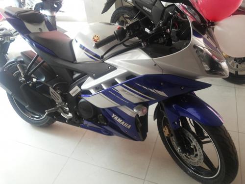 Hai mau moto co nho cua Yamaha ra mat mau va tem moi