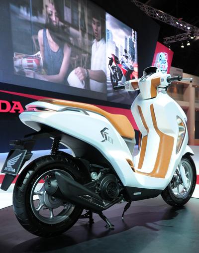 Honda ES01 concept scooter sang trong va la mat - 4
