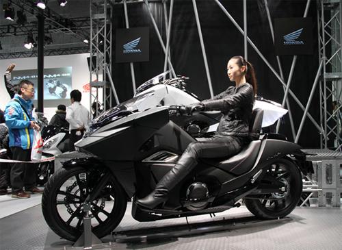 Phi Thuyen Khong Gian Honda NM4 trinh lang - 2