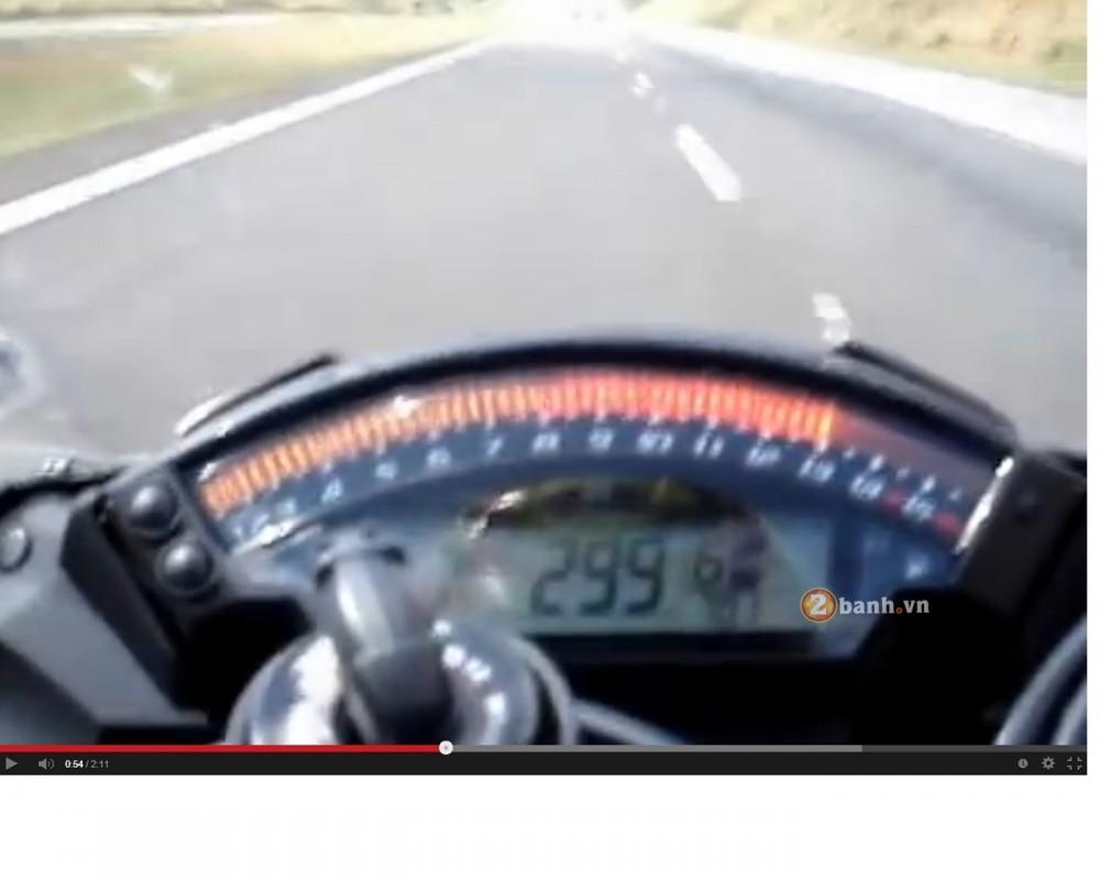 Qua trinh len top speed 299kmh cua Kawasaki ZX10R