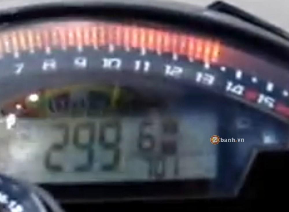 Qua trinh len top speed 299kmh cua Kawasaki ZX10R - 5