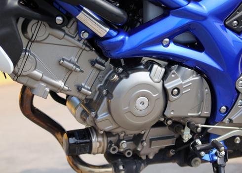 Suzuki Gladius 650 dep va manh me tren pho Sai Gon - 3