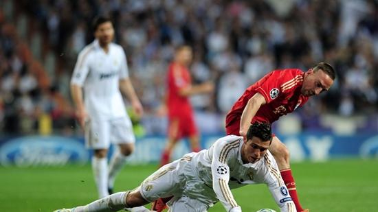 01h45 ngay 2404 Real Madrid Bayern Munich Nguoi Madrid so Con quai vat den - 2
