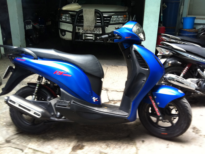 Honda PS xanh duong nham do khung