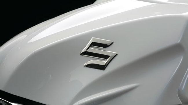 Suzuki am tham chuan bi ra mat doi thu moi cua Yamaha R15