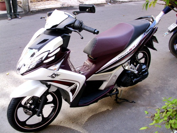 Ban Novou 5 mau trang nho xe dang ky nam 2012 - 2