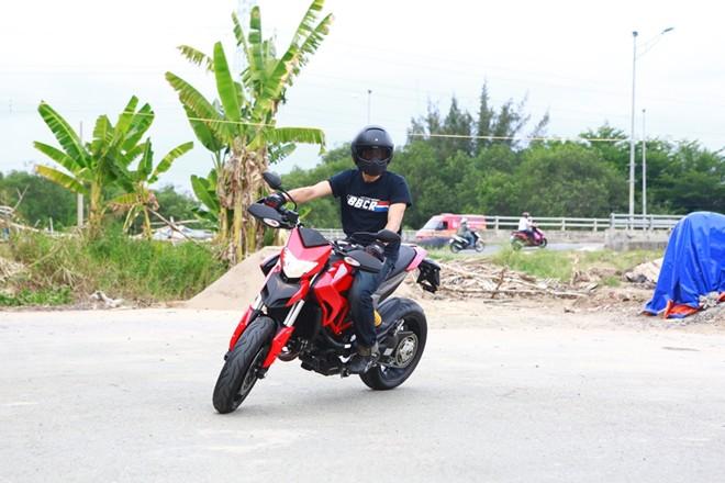Bo suu tap sieu xe Ducati cua dien vien Johnny Tri Nguyen - 2