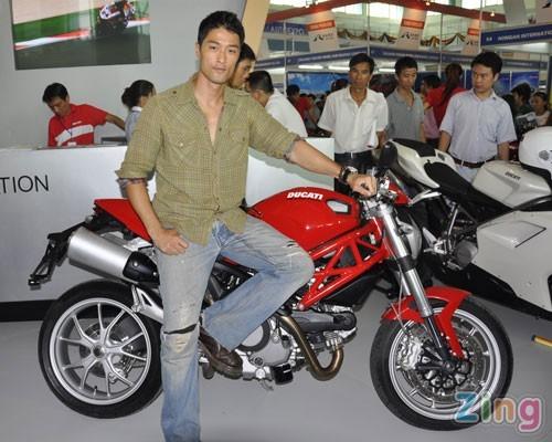 Bo suu tap sieu xe Ducati cua dien vien Johnny Tri Nguyen - 3