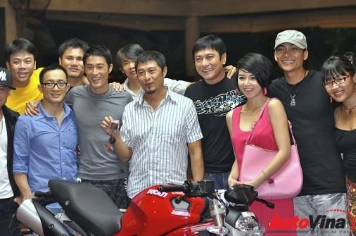 Bo suu tap sieu xe Ducati cua dien vien Johnny Tri Nguyen - 4
