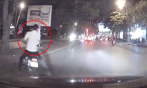 Clip Chay tron Canh Sat hai quai xe xem chut lao dau vao xe hoi - 3