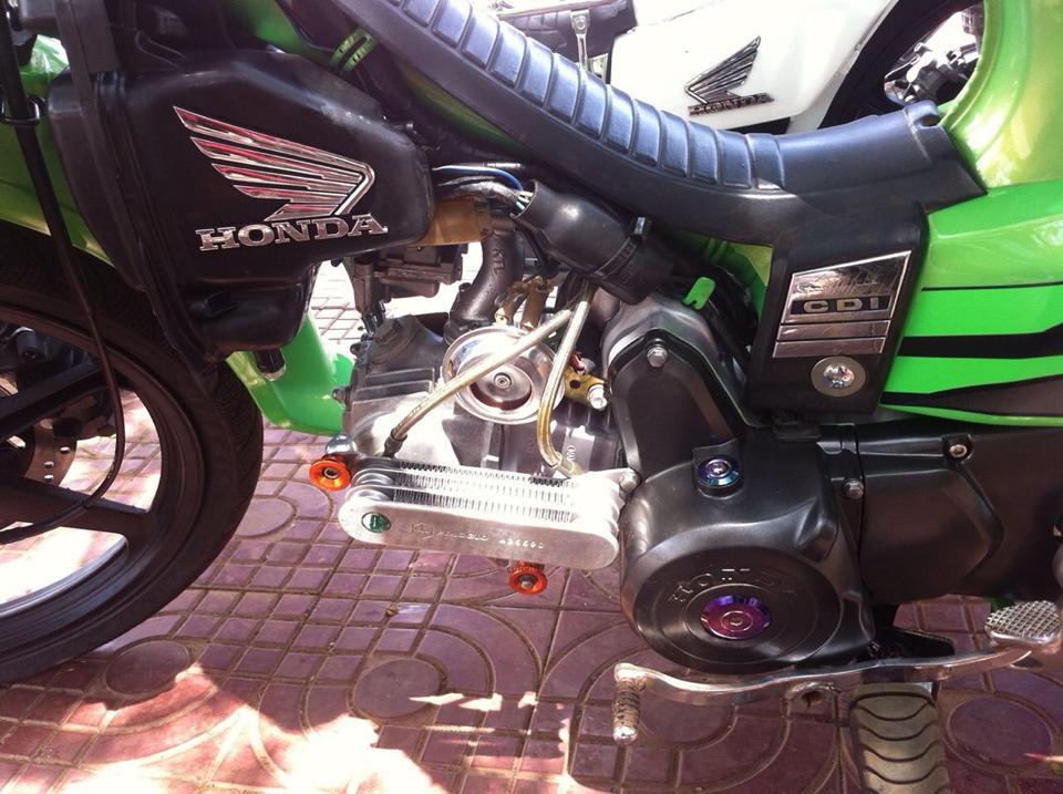 Honda Dream xanh la do khung voi giai nhiet nhot - 9