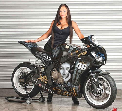 Honda CBR1000RR sieu ngau cung Valentino Rossi - 2