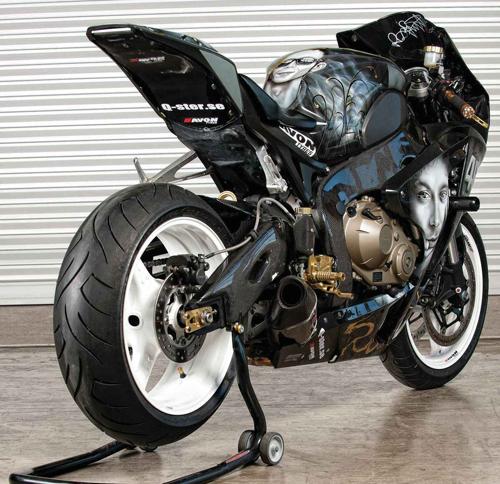 Honda CBR1000RR sieu ngau cung Valentino Rossi - 5