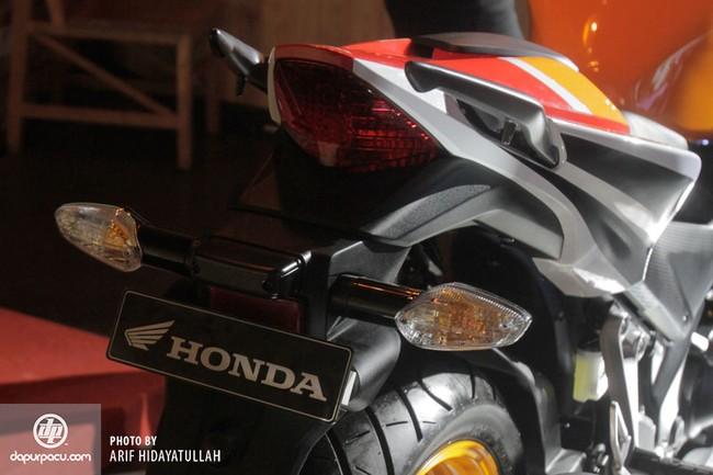 Honda CBR250R 2014 den pha doi chinh thuc trinh lang - 2
