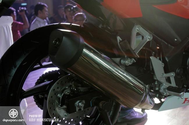 Honda CBR250R 2014 den pha doi chinh thuc trinh lang - 4