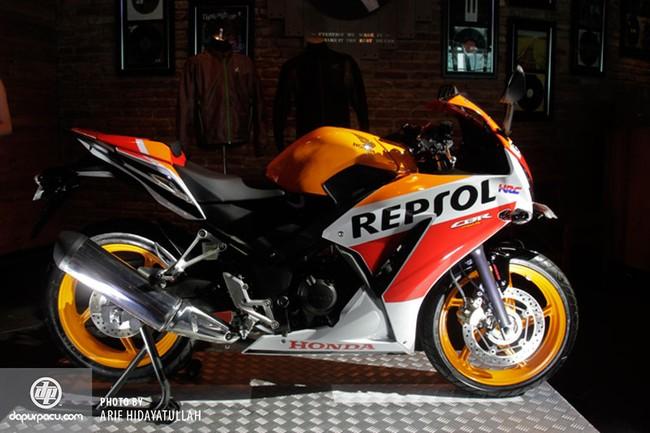 Honda CBR250R 2014 den pha doi chinh thuc trinh lang - 5
