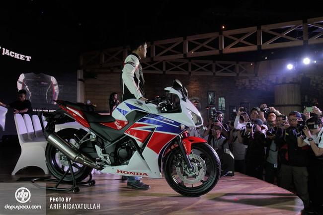 Honda CBR250R 2014 den pha doi chinh thuc trinh lang - 6