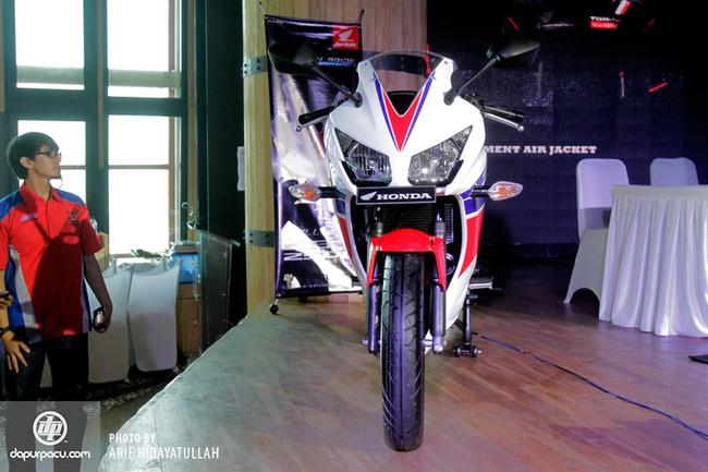 Honda CBR250R 2014 den pha doi chinh thuc trinh lang - 7