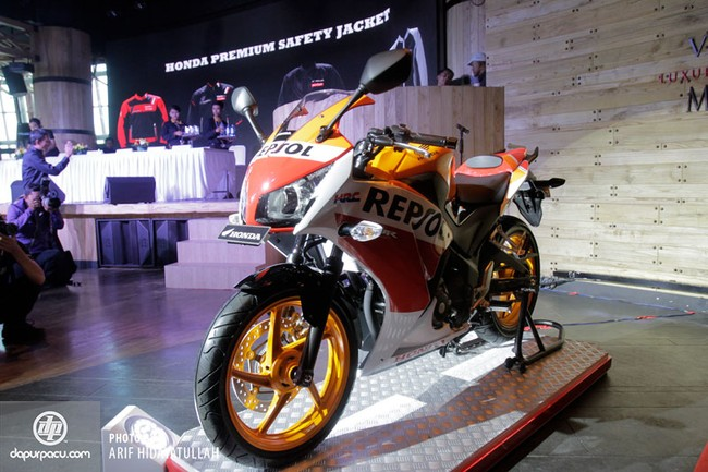 Honda CBR250R 2014 den pha doi chinh thuc trinh lang - 9