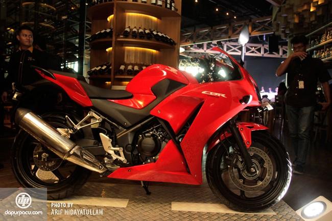Honda CBR250R 2014 den pha doi chinh thuc trinh lang - 11