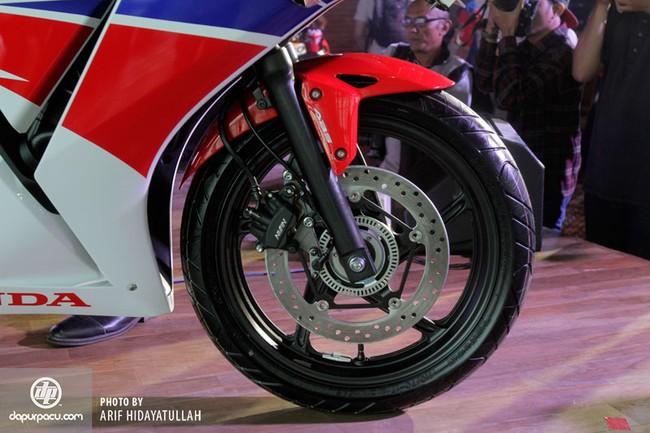 Honda CBR250R 2014 den pha doi chinh thuc trinh lang - 14