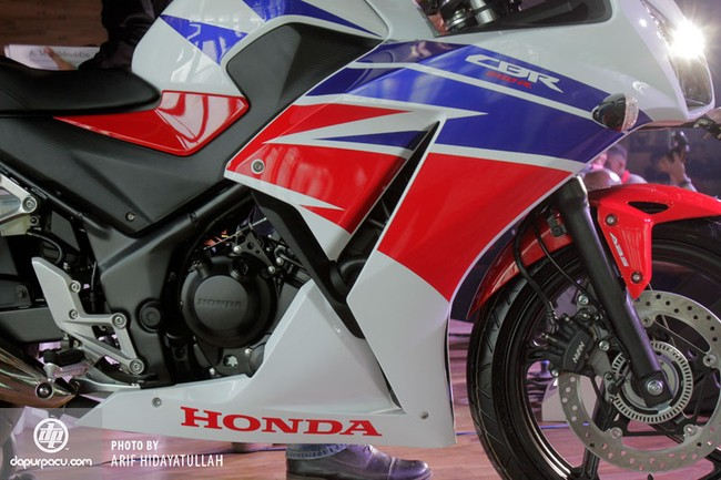 Honda CBR250R 2014 den pha doi chinh thuc trinh lang - 15