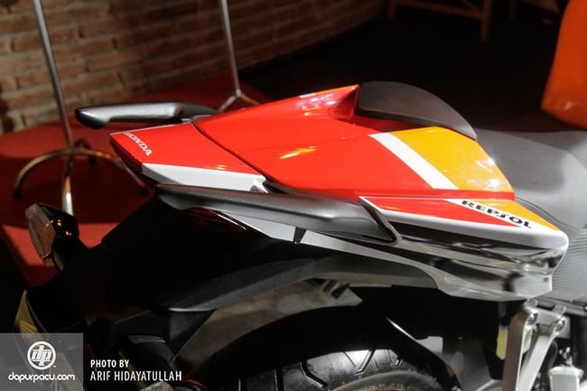 Honda CBR250R 2014 den pha doi chinh thuc trinh lang - 16