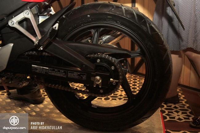 Honda CBR250R 2014 den pha doi chinh thuc trinh lang - 17