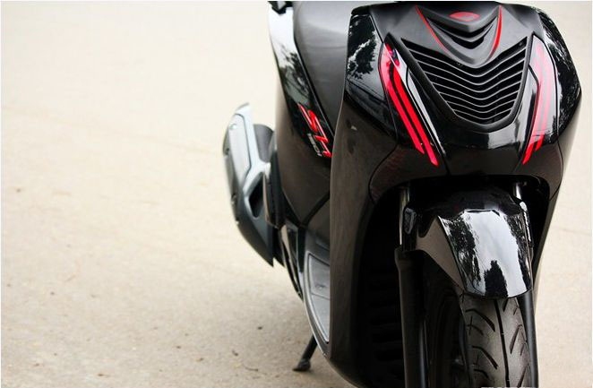 Honda Sh do theo phong cach Ferrari - 3