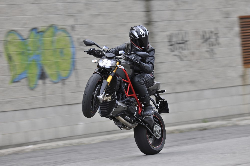 Streetfighter 848 nakedbike dep nhat cua Ducati