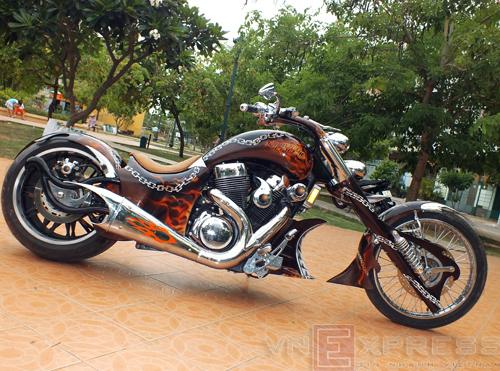 Suzuki Intruder co may moi cua Ghost Rider - 4
