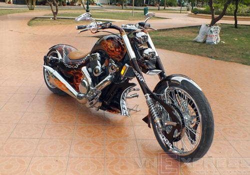 Suzuki Intruder co may moi cua Ghost Rider - 15