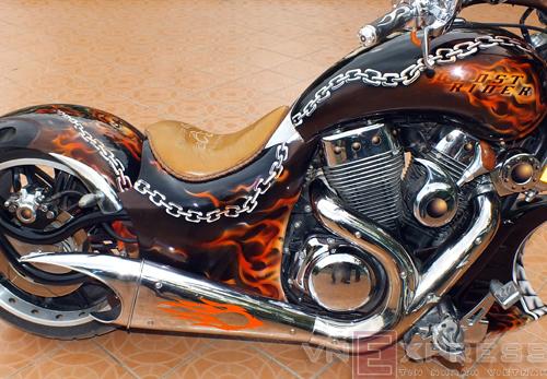 Suzuki Intruder co may moi cua Ghost Rider - 21