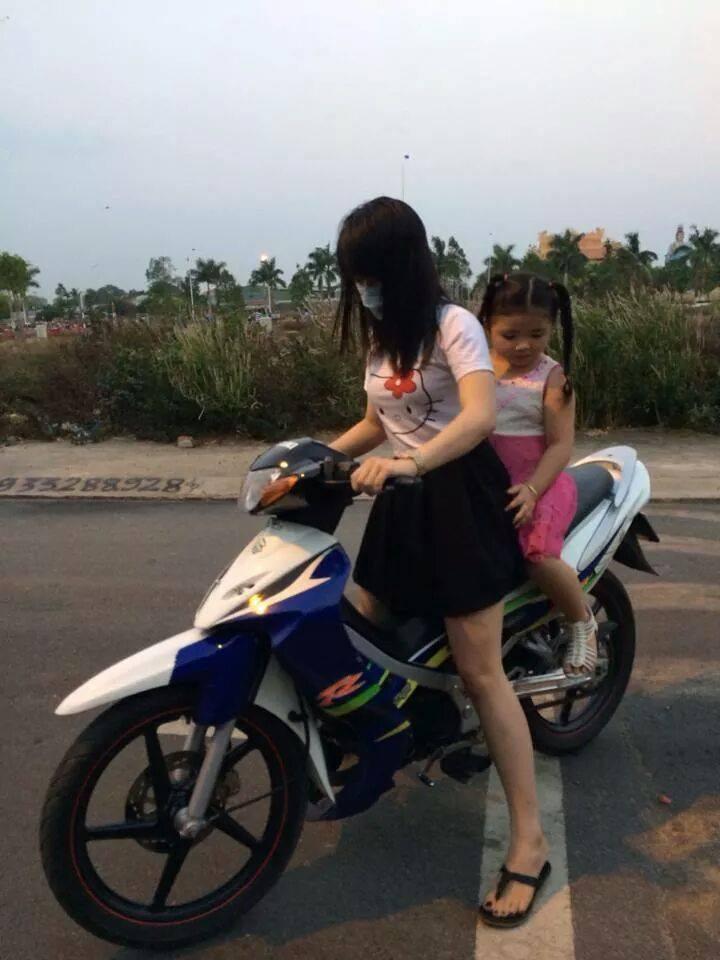 Suzuki Sport va nhung co gai mac vay it thay - 2