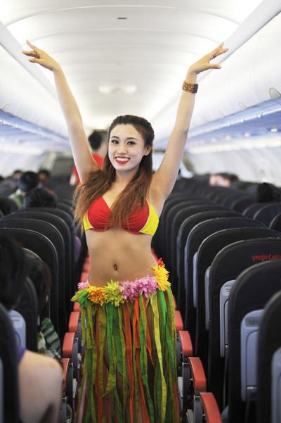 Tiep vien VietJet boc lua voi vu dieu Hawai