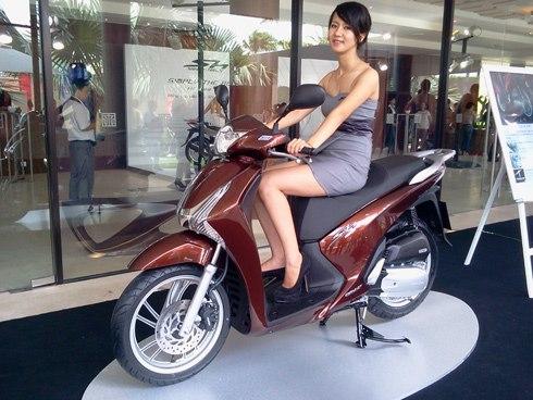 Vespa va Honda SH cuoc chien cua thuong hieu va phong cach - 2