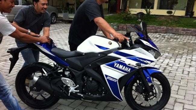Yamaha R25 chinh thuc ra mat voi dong co 2 xilanh co gia gan 100 trieu dong - 2