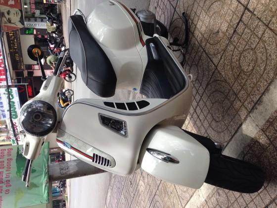Ban Piaggo Gts 125ie mau trang 2012 gia hat de