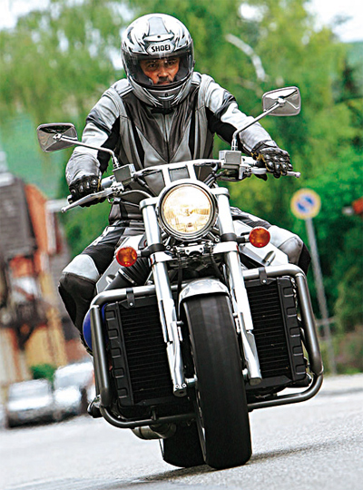 Sieu moto tu che tao su dung dong co sieu khung cua BMW V8 - 2