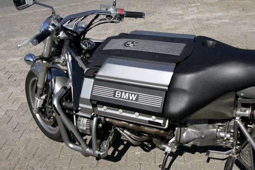 Sieu moto tu che tao su dung dong co sieu khung cua BMW V8 - 4